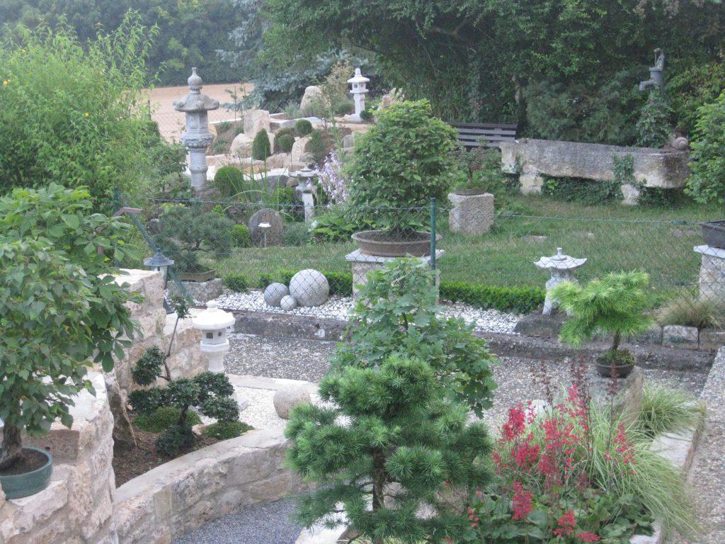 """""""Eine Oase der Ruhe und Entspannung im japanischen Stil mit Bonsai, Teich und Zengarten"""", schreibt Robert Landwehr aus Igersheim-Harthausen zu seinem Gartenfoto."""