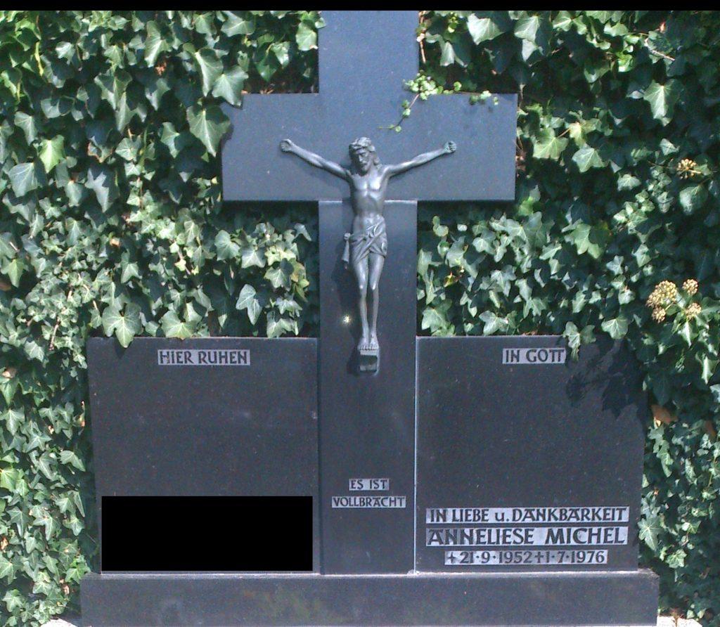 Der Grabstein von Anneliese Michel BlickLokal
