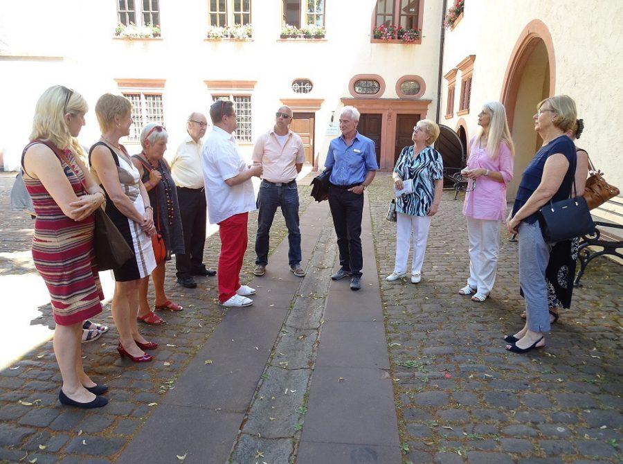 """Sozialverband VdK – Kreisverband Tauberbischofsheim AKTION """"WEG MIT DEN BARRIEREN"""" IN WERTHEIM"""