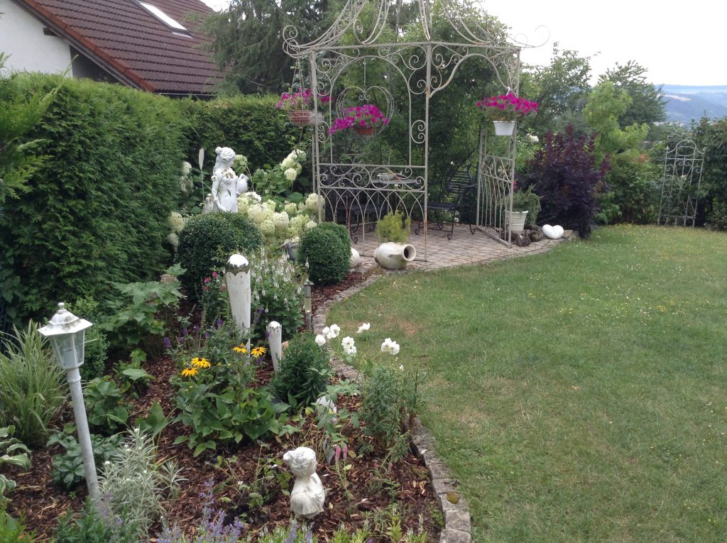 Mit großer Liebe fürs Detail hat Bernhard Bürschgens seinen Garten in Tauberbischofsheim gestaltet.