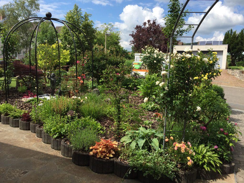 Manfred Pfau aus Markelsheim ist der stolze Besitzer dieses Gartengrundstücks.