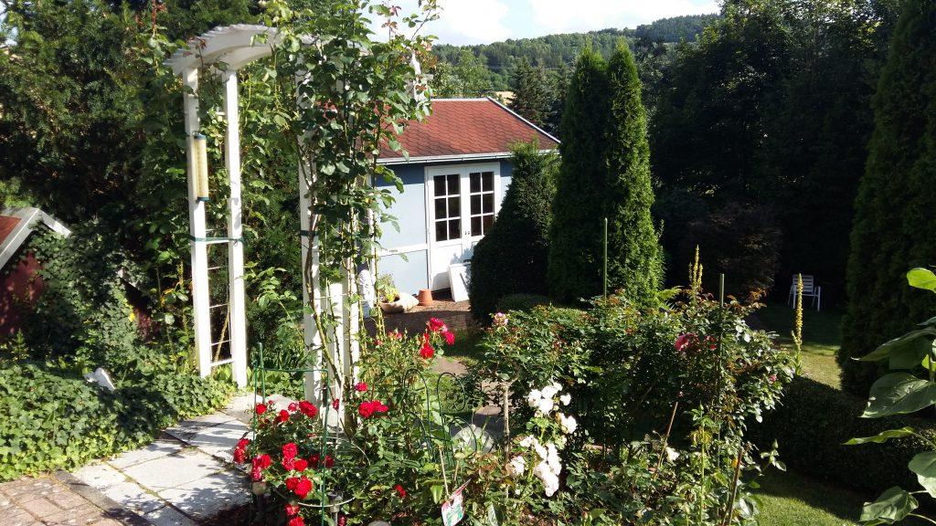 """""""Unser Gartenhaus im Grünen, ein Plätzchen zum Erholen und Wohlfühlen"""", zeigen sich Richard und Lilo Spaag aus Unterschüpf begeistert."""