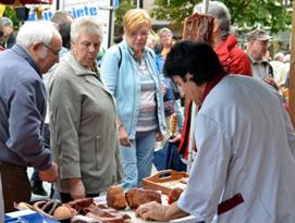 Wie gut handwerklich erzeugte Wurst- und Schinkenspezialitäten schmecken, erfahren Besucher des 8. Rhöner Wurstmarkts am 8./9. Oktober 2016 im Luftkurort Ostheim v.d. Rhön. Foto Tonya Schulz
