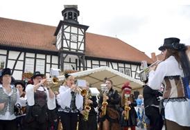 Viele Kapellen sorgen beim 8. Rhöner Wurstmarkt am 8. und 9. Oktober für Stimmung. Die Open-Air-Feinschmeckermesse findet im fränkischen Ostheim v.d. Rhön statt. Foto Tonya Schulz