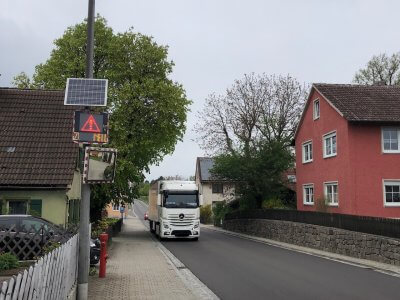 Stationäres Geschwindigkeitsanzeigesystem Knittelsbach